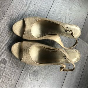 Impo Wallaroo 8M Linen Sling Back Peeptoe Heels
